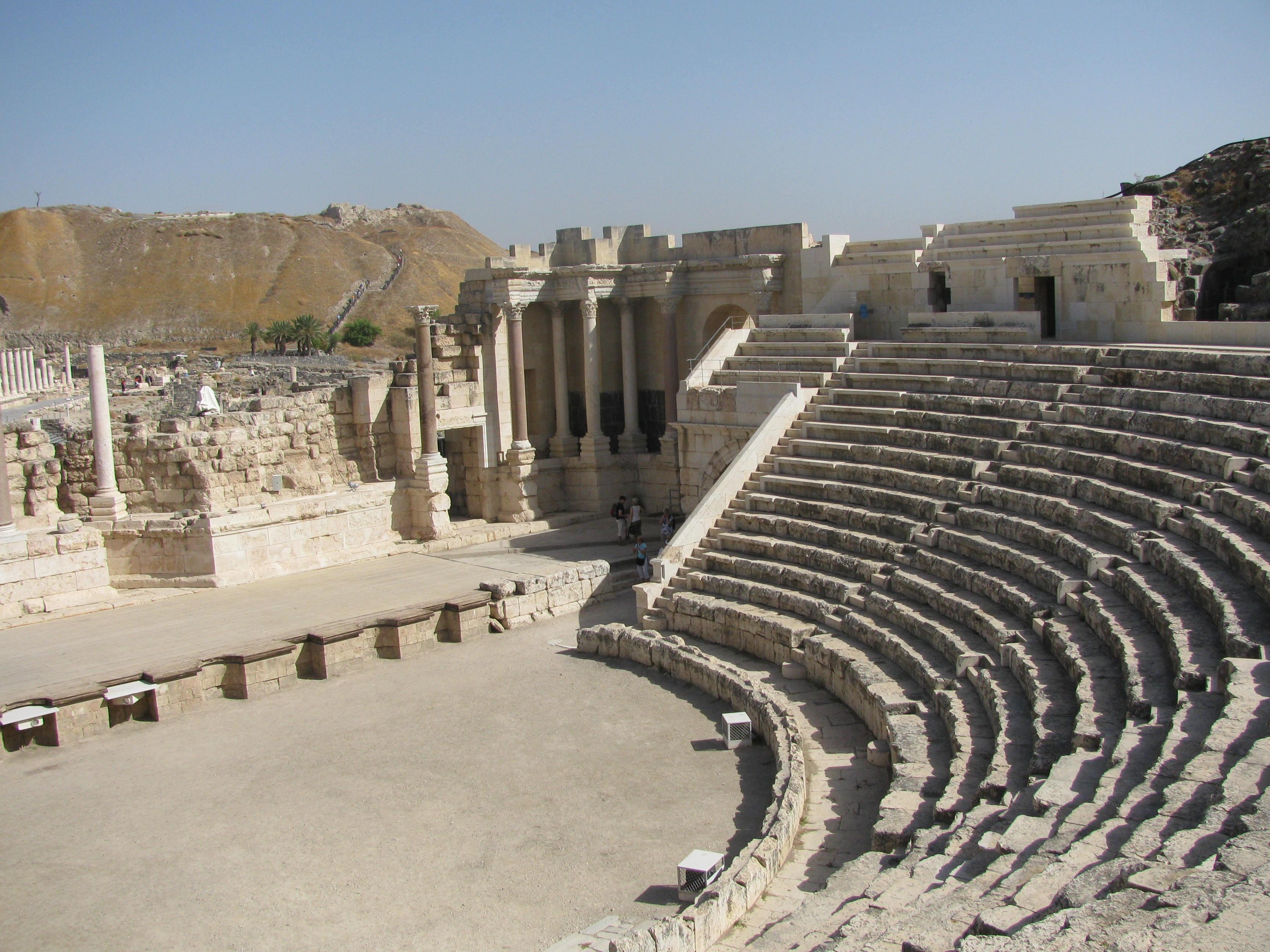 上图:伯珊城在新约时代是加利利附近最豪华的罗马城市,有剧院、澡堂、市场。路十五11-32浪子回头的比喻中,小儿子前往远方挥霍父亲的财产,可能就是暗示这个地方。