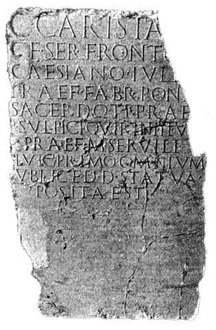 上图:20世纪初考古学家在彼西底的安提阿(Antioch in Pisidia)发现的碑文,上面刻着差派居里扭任巡抚职。Sir William Ramsay认为这块碑文是属于主前11-8年。在这块碑文发现之前,人们根据犹太史学家约瑟夫的记载,认为居里扭在主后6年任叙利亚巡抚。但根据这块碑文,居里扭可能曾两度担任叙利亚的巡抚,一次是在主前7年左右,另一次是在主后6年。