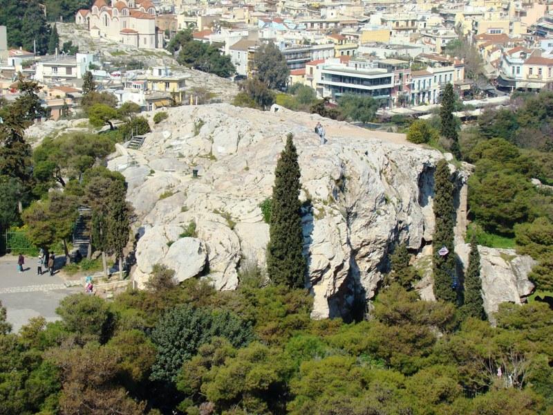 上图:从雅典卫城俯瞰亚略巴古山丘。保罗在雅典等候期间,曾在亚略巴古向雅典人传福音(徒十七19-34)。