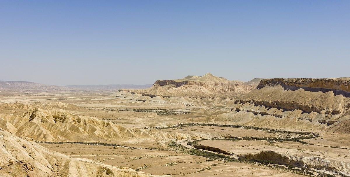 上图:南地(Negev)的Ein-Avdat谷。南地气候炎热,已发现许多古人居住的遗址。现代的南地是以色列南部的一片荒漠,占了以色列国土面积一半以上,与埃及接壤。