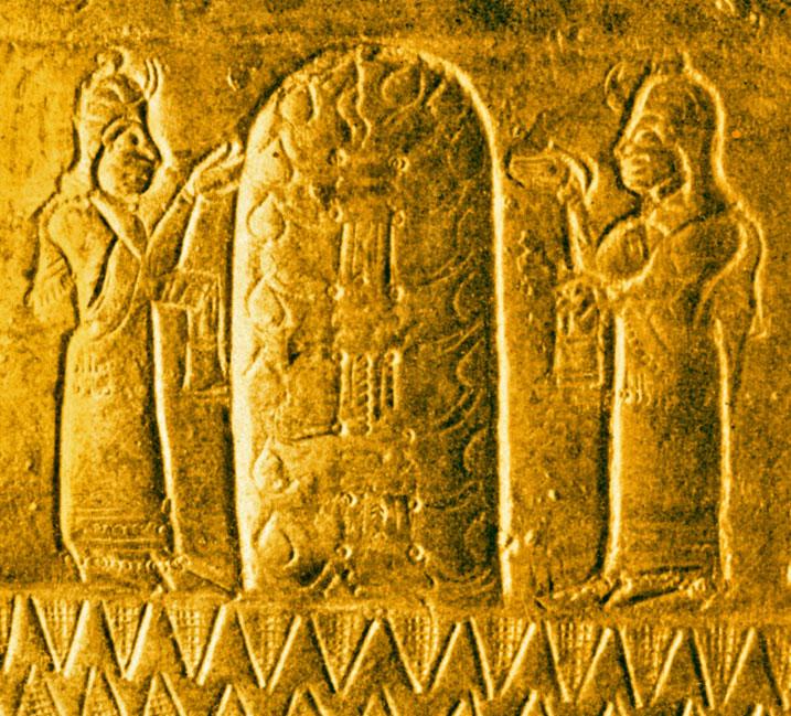 上图:亚述强敌乌拉尔图(Urarṭu)人的生命树,来自阿尔吉什提一世(Argishti I,主前786-764年在位)时代的铜盔残片,出土于亚美尼亚首都附近的特什拜尼(Teishebaini)。乌拉尔图位于黑海东南部和里海西南部在亚美尼亚高原。「生命树」的记忆存在于各个古代文明之中,以不同的形式出现在古代苏美尔人、埃及人、巴比伦人、亚述人、中国人、印度人和乌拉尔图人等许多古代文明的文献和遗址里。这从侧面佐证人类的祖先都来自伊甸园。