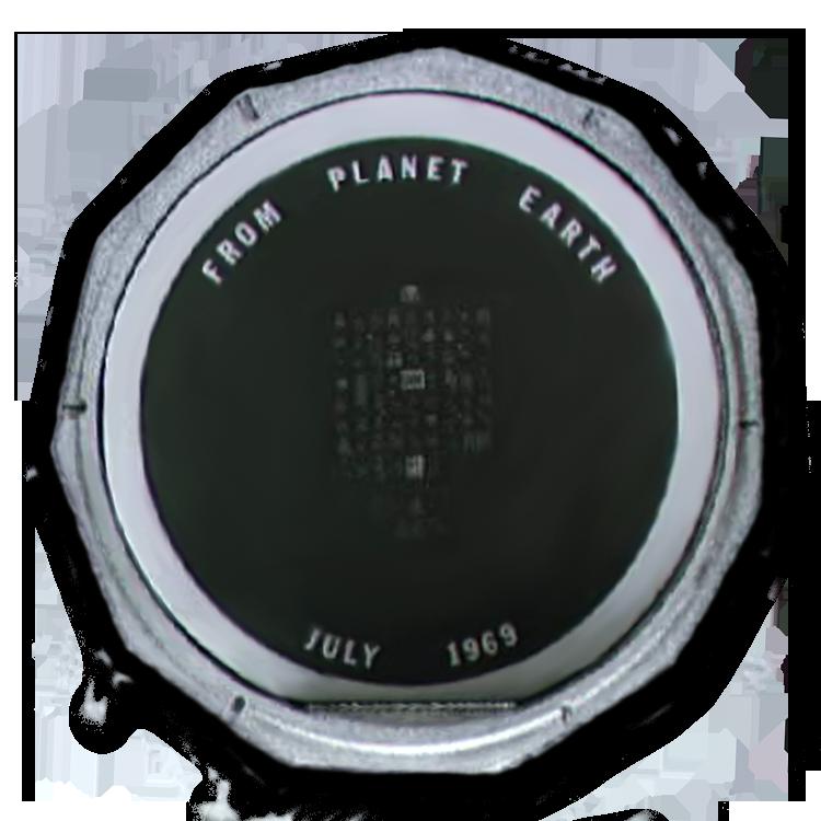 上图:阿波罗11号登月飞船带到月球上的硅盘,直径50厘米,被留在月球的静海。硅盘上蚀刻着来自地球上73个国家的问候语,其中包括诗篇第八篇: 耶和华——我们的主啊, 祢的名在全地何其美! 祢将祢的荣耀彰显于天。 祢因敌人的缘故, 从婴孩和吃奶的口中, 建立了能力, 使仇敌和报仇的闭口无言。 我观看祢指头所造的天, 并祢所陈设的月亮星宿, 便说:人算什么,祢竟顾念他! 世人算什么,祢竟眷顾他! 祢叫他比天使微小一点, 并赐他荣耀尊贵为冠冕。 祢派他管理你手所造的, 使万物,就是一切的牛羊、 田野的兽、空中的鸟、海里的鱼, 凡经行海道的,都服在他的脚下。 耶和华——我们的主啊, 祢的名在全地何其美!