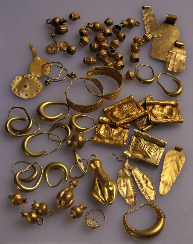 上图:主前13世纪的以色列金首饰。现藏于耶路撒冷以色列博物馆(Israel Museum)。