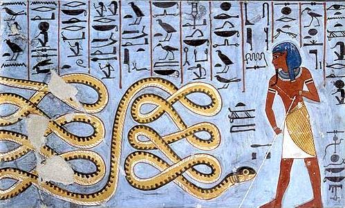 上图:在古埃及神话中,代表混沌势力的阿波菲斯神(Apophis,Apopis,Apep,Apepi或Rerek)以「大蛇」的形象出现,被埃及人认为是破坏、混沌、黑暗的化身,太阳神拉(Ra)的死对头,对自诩太阳神之子的法老来说是不祥之物。