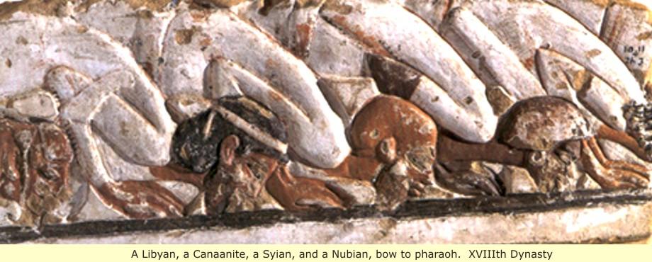 上图:卡纳克神庙(Karnak)砂岩上的画,一群外国人正向古埃及第十八王朝阿肯那顿法老(Akhenaten,主前1353–1336年)下拜。现藏于开罗博物馆。