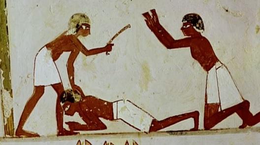 上图:古埃及壁画,一位埃及督工正在鞭打奴隶。