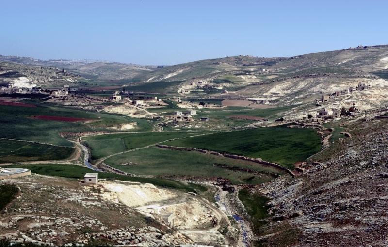 上图:伯利恒(以法他),位于耶路撒冷南方约8公里,希伯伦东北约22公里,海拔880米。城郊的土壤肥沃,出产丰富。主后388年,早期教父耶柔米定居于伯利恒,在这里完成了著名的武加大(Vulgate)拉丁文圣经译本。