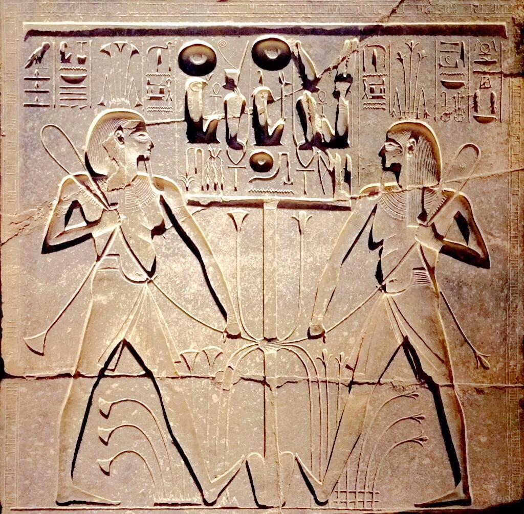 上图:古埃及神话中掌管尼罗河泛滥的哈比神(Hapi)。