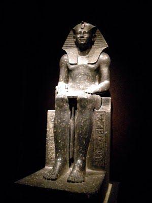 上图:古埃及第十八王朝法老图特摩斯二世 (Thutmose II,主前1493—1479年在位)。阿赫摩斯一世死后,第十八王朝经过了阿蒙霍特普一世(Amenhotep I,主前1525年-1504年在位) ,图特摩斯一世(Thutmose I,主前1506—1493年在位)和图特摩斯二世 (Thutmose II,主前1493—1479年在位)。摩西于主前1487年逃到米甸,要杀他的法老(出二15)很可能就是图特摩斯二世。