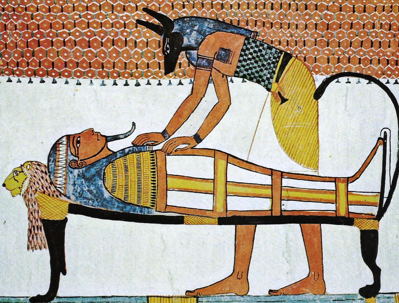上图:古埃及壁画中,胡狼头人身的死神阿努比斯(Anubis)正在制作木乃伊。在古埃及神话中,是阿努比斯发明了木乃伊的制作方法,将被谋害的奥西里斯(Osiris)制作成木乃伊,并协助他复活成为冥王。因此,古埃及人制作木乃伊的目的也是为了复活永生,法老的熏尸过程都有祭司念咒祈祷,并放进圣甲虫或荷鲁斯之眼(The Eye of Horus)的护身符。约瑟请医生熏尸,就避免了这些异教仪式。