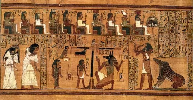 上图:约主前1250年古埃及第十九王朝的《亚尼的亡灵书(Papyrus of Ani; Book of the Dead)》,全长二十四米,共六十章,现藏于大英博物馆。古埃及棺木中都有亡灵书,通常是以纸莎草画成的长卷,描绘死者为获永生所必经的各种磨练、审判的过程。在上图的「秤心审判」中,死者亚尼和妻子来到冥王奥西里斯(Osiris)前接受审判。奥西里斯面前有一具天平,天平左边放着死者亚尼的心脏,右边放着代表真理和秩序之神Maat的羽毛。死神阿努比斯(Anubis)正在检查天平是否平衡。如果天平平衡,表示死者生前善良公正,可以复活。如果心脏一端沉重,代表死者作恶多端,他的心脏将被取出丢给怪兽阿米特(Ammit)吃掉,不能复活。阿米特的造型是鳄鱼的嘴、狮子的上半身、河马的下半身。