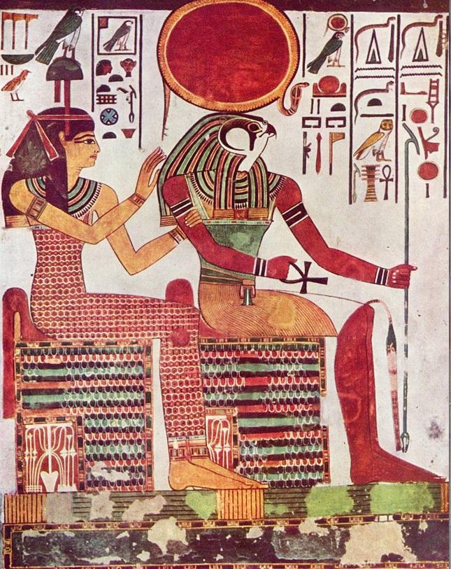 上图:古埃及神话中的太阳神拉(Ra),主前1298年-1235年尼斐尔泰丽(Nefertari)陵墓中的拉神像。拉神从第五王朝开始成为古埃及神话中最重要的神,经常被与其他神结合在一起。在摩西的时代,拉神与阿蒙神(Amon)结合成阿蒙-拉(Amun-Ra),是埃及的最高神,被称为众神之王。拉神最常见的形象是鹰首人身,头顶上有一日盘及一条盘曲在日盘上的圣蛇,其他常见的形象包括:公羊、甲虫、凤凰、苍鹭、蛇、牛、猫、狮子等等。