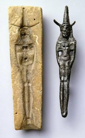 上图:迦南人铸造女神的模子。用铸模来大量生产神像,是古代中东常见的作法。各种金属或黏土造成的神像被售给私人,在家中自设神坛。