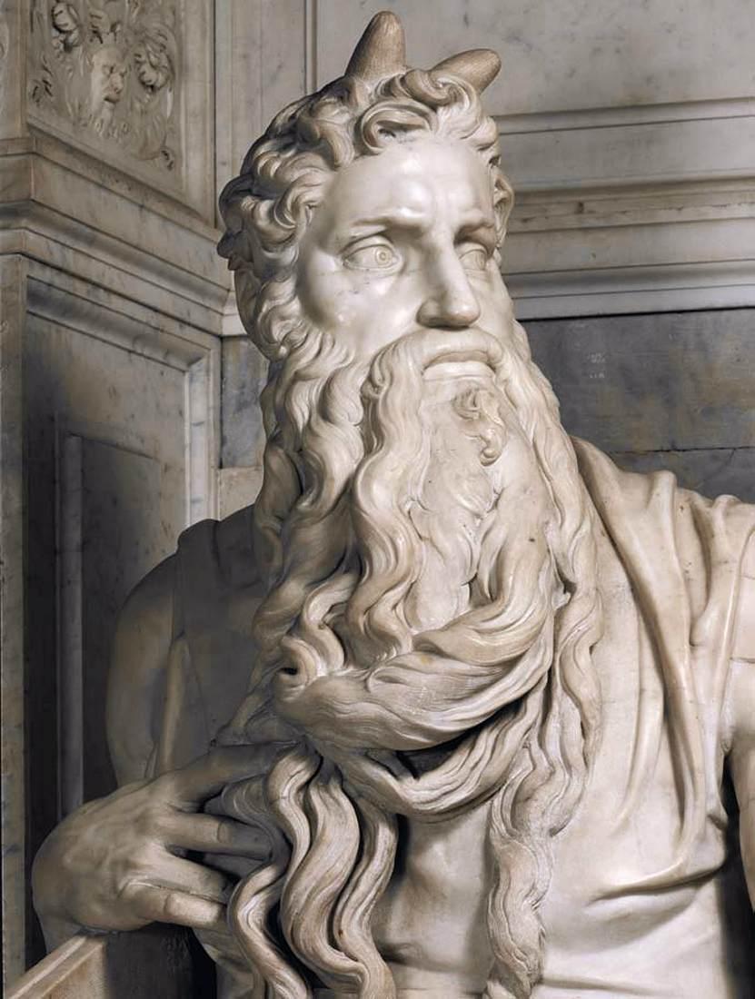 上图:米开朗基罗(Michelangelo)于1516年在梵蒂冈圣彼得锁链教堂(San Pietro in Vincoli)雕刻的大理石摩西像,头上长着两个角。艺术史学者Ruth Mellinkoff在《中世纪艺术与思想中的长角摩西(The Horned Moses in Medieval Art and Thought)》一书中对这一现象有深入研究。