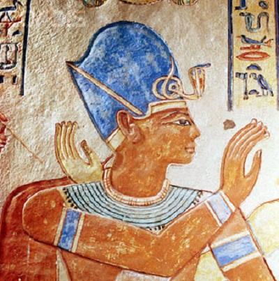 上图:古埃及第二十王朝法老拉美西斯三世(Ramesses III,主前1186–1155年在位)。他的王冠是高贵的蓝色。