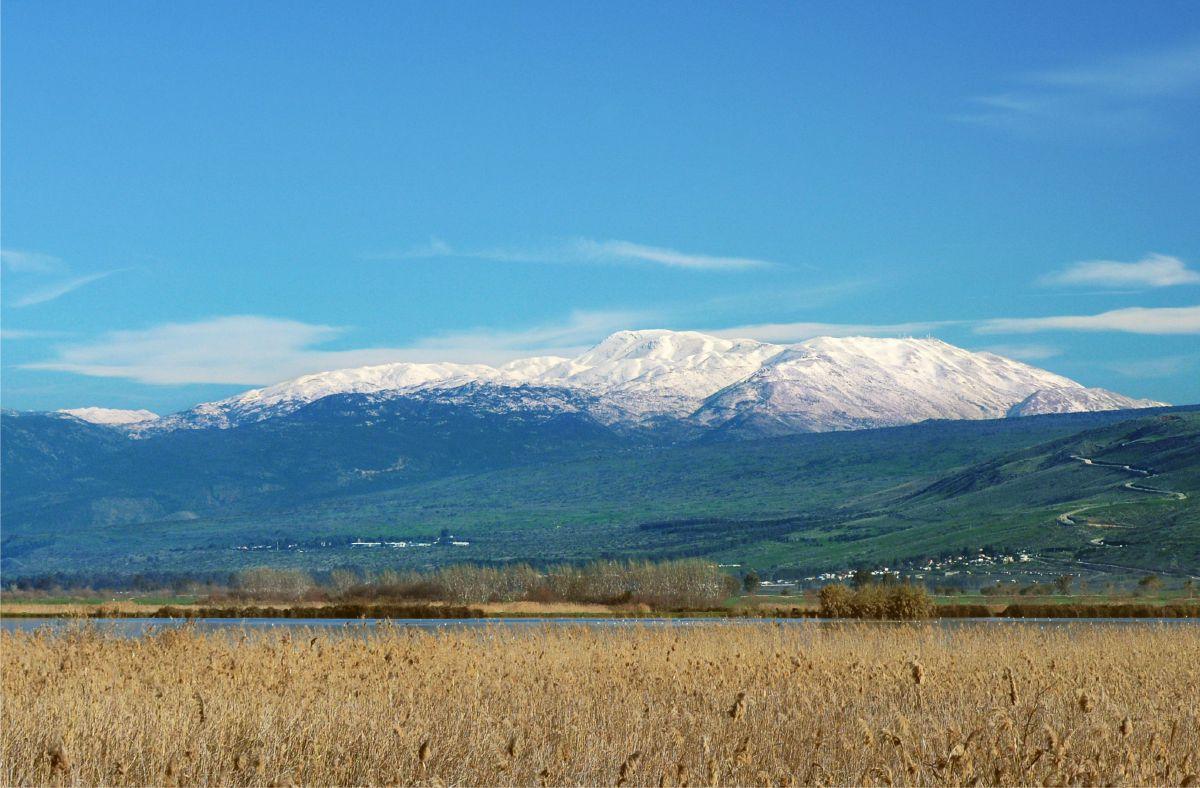 上图:黑门山在以色列的最北部,海拔2814米,是以色列的最高峰,位于东黎巴嫩山脉的南部。「西连」是黑门山的腓尼基名。1967年六日战争以后,黑门山的南坡和西坡被以色列控制。