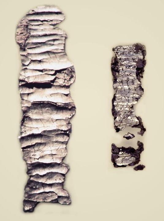 上图:1979年耶路撒冷旧城Ketef Hinnom墓地出土的主前650-587年的银护身符,现藏于以色列博物馆。在这两片第一圣殿时期的银护身符上,用比头发还细的古希伯来字体刻着「祭司的祝福 Priestly Benediction」:「愿耶和华赐福给你,保护你。愿耶和华使祂的脸光照你,赐恩给你。愿耶和华向你仰脸,赐你平安」(民六24-26)。这是目前已发现最古老的圣经经文,比死海古卷还要古老500年左右。