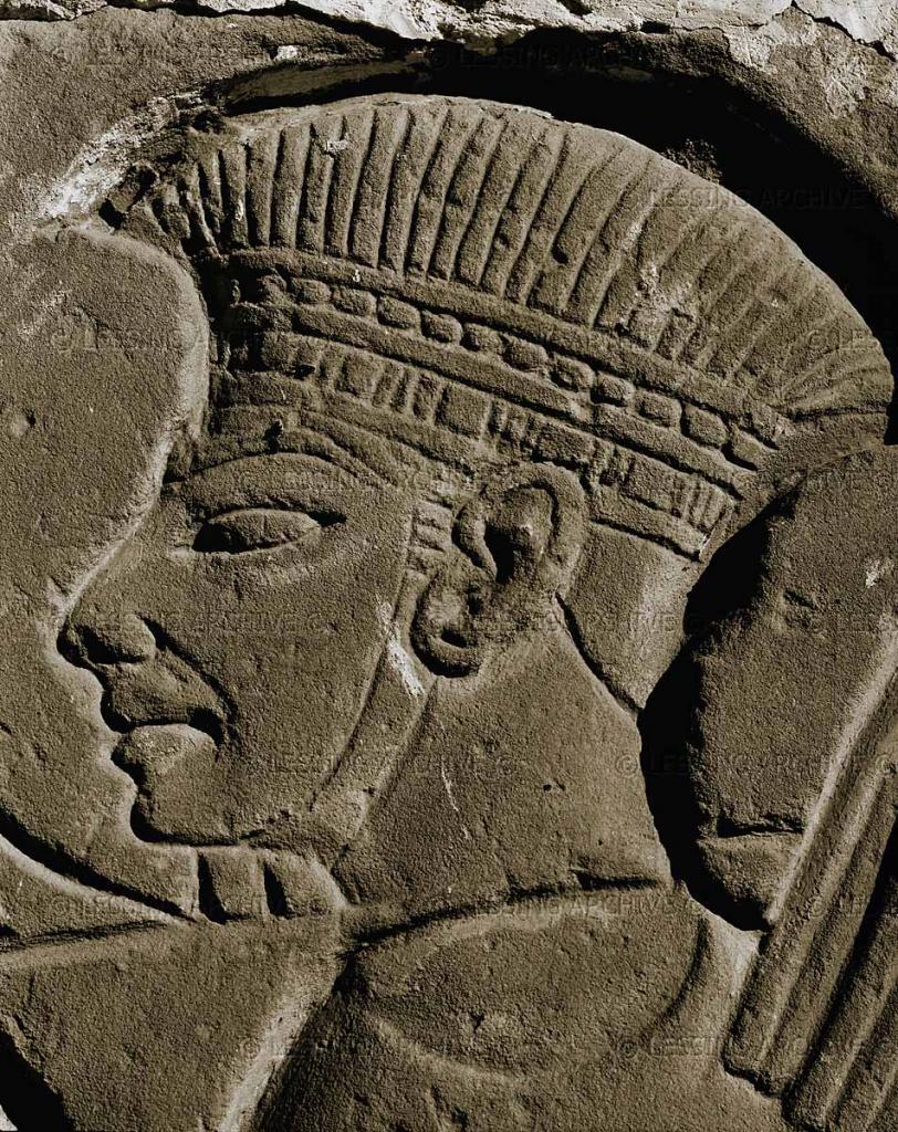 上图:非利士战士,绘于古埃及第二十王朝法老拉美西斯三世(Ramses III,主前1186-1155年在位)的Medinet Habu神庙中的壁面上。来捉拿参孙的非利士人,就是这个形象。