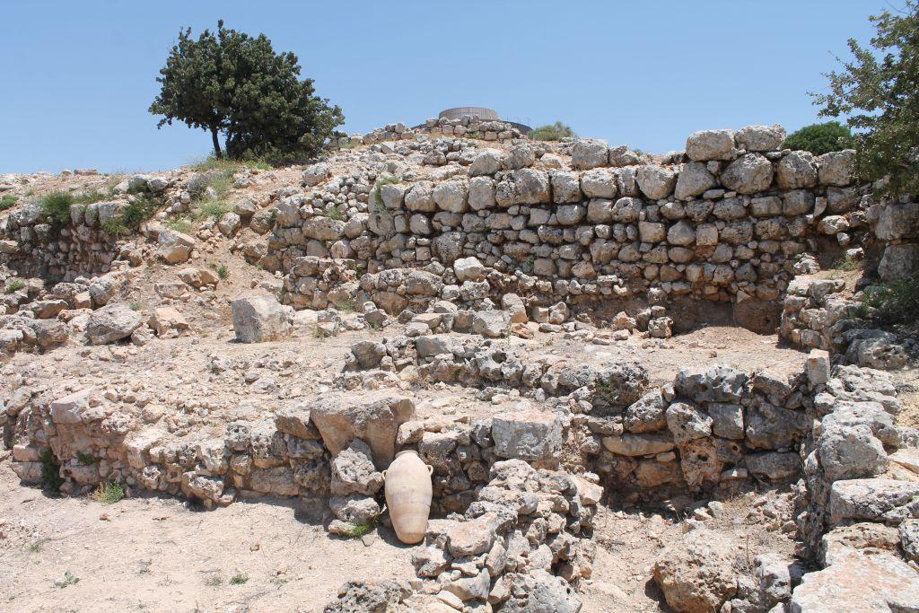 上图:在示罗遗址(Tel Shiloh)挖掘出来的古代以色列商店。