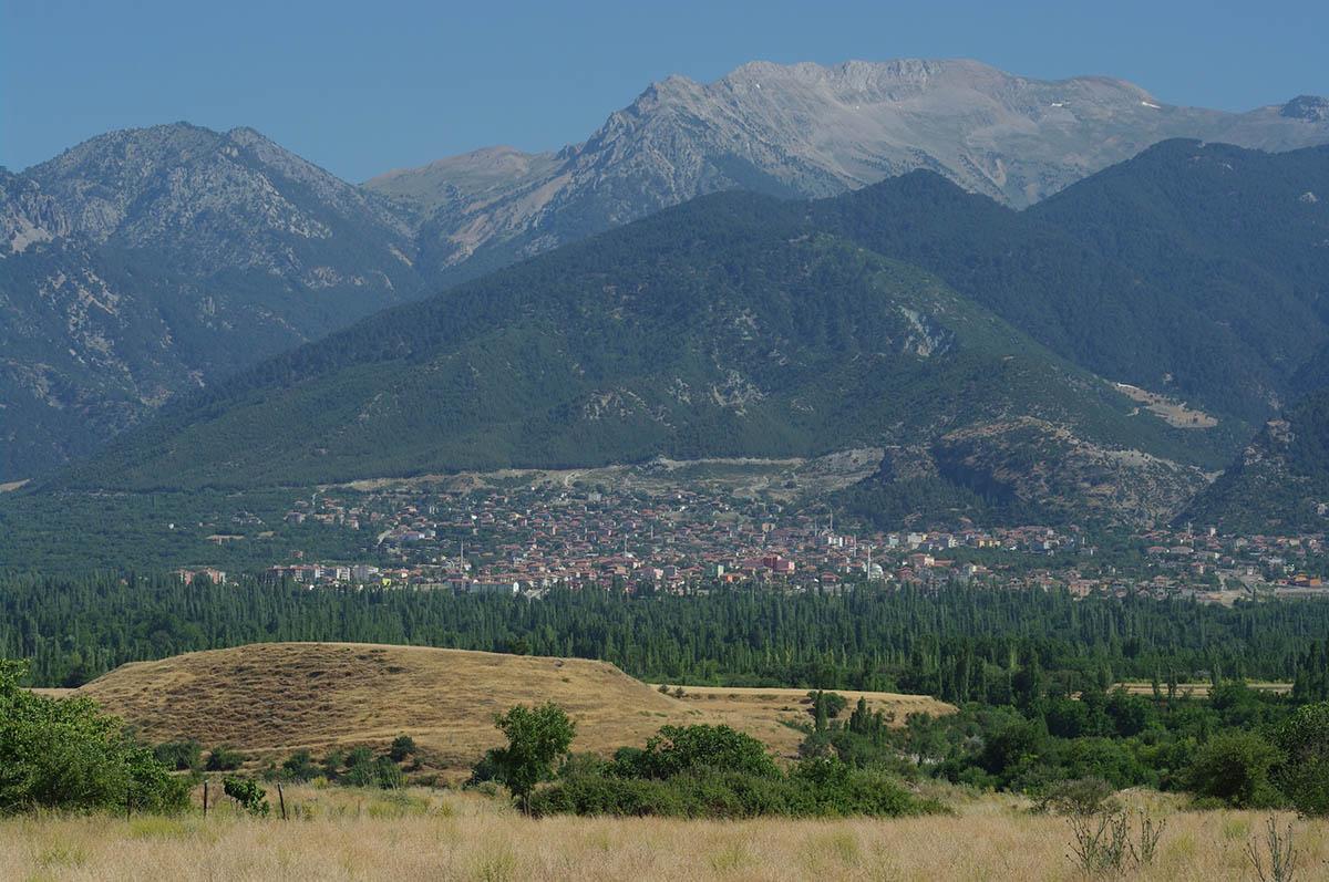 上图:未被挖掘的歌罗西遗址,位于现代土耳其Cadmus山下的Honaz城附近。