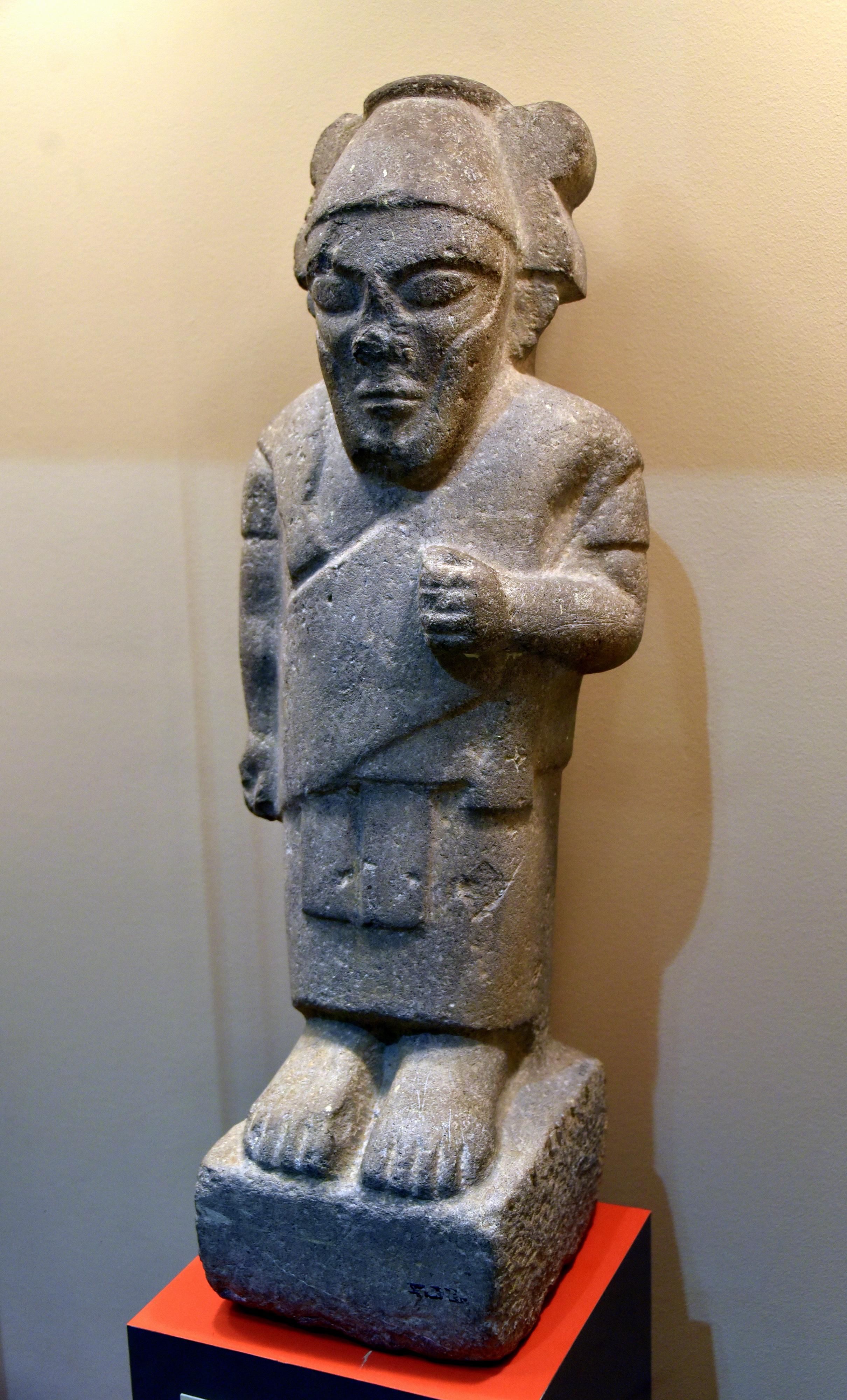 上图:从约旦安曼城堡(Amman Citadel)出土的一个主前8世纪亚扪王雕像。