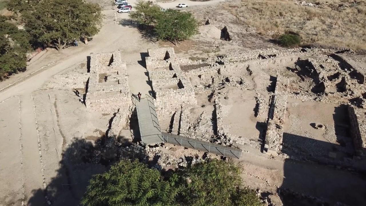 上图:夏琐遗址的六室城门。