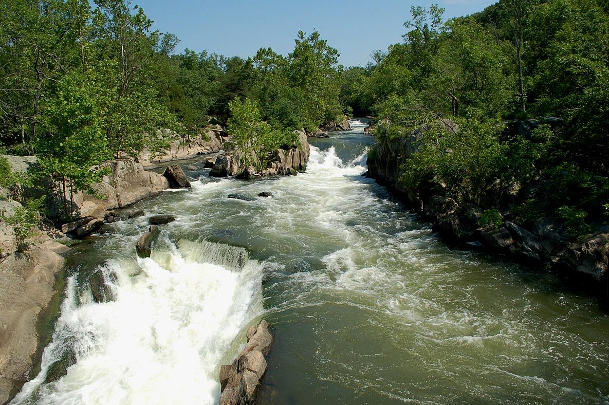 上图:亚罢拿河(王下五12)可能就是穿过大马士革的主要河流巴拉达河(Barada River)。