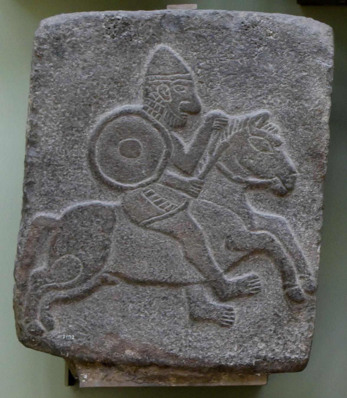 上图:主前10世纪的亚兰骑兵玄武岩浮雕,出土于叙利亚东北部的Tel Halaf。
