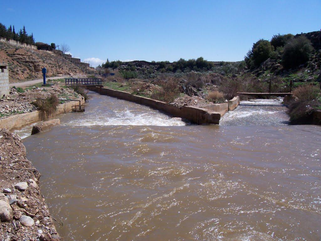 上图:「法珥法河」(12节)可能是大马士革东南面的阿瓦吉河(el-Awaj)