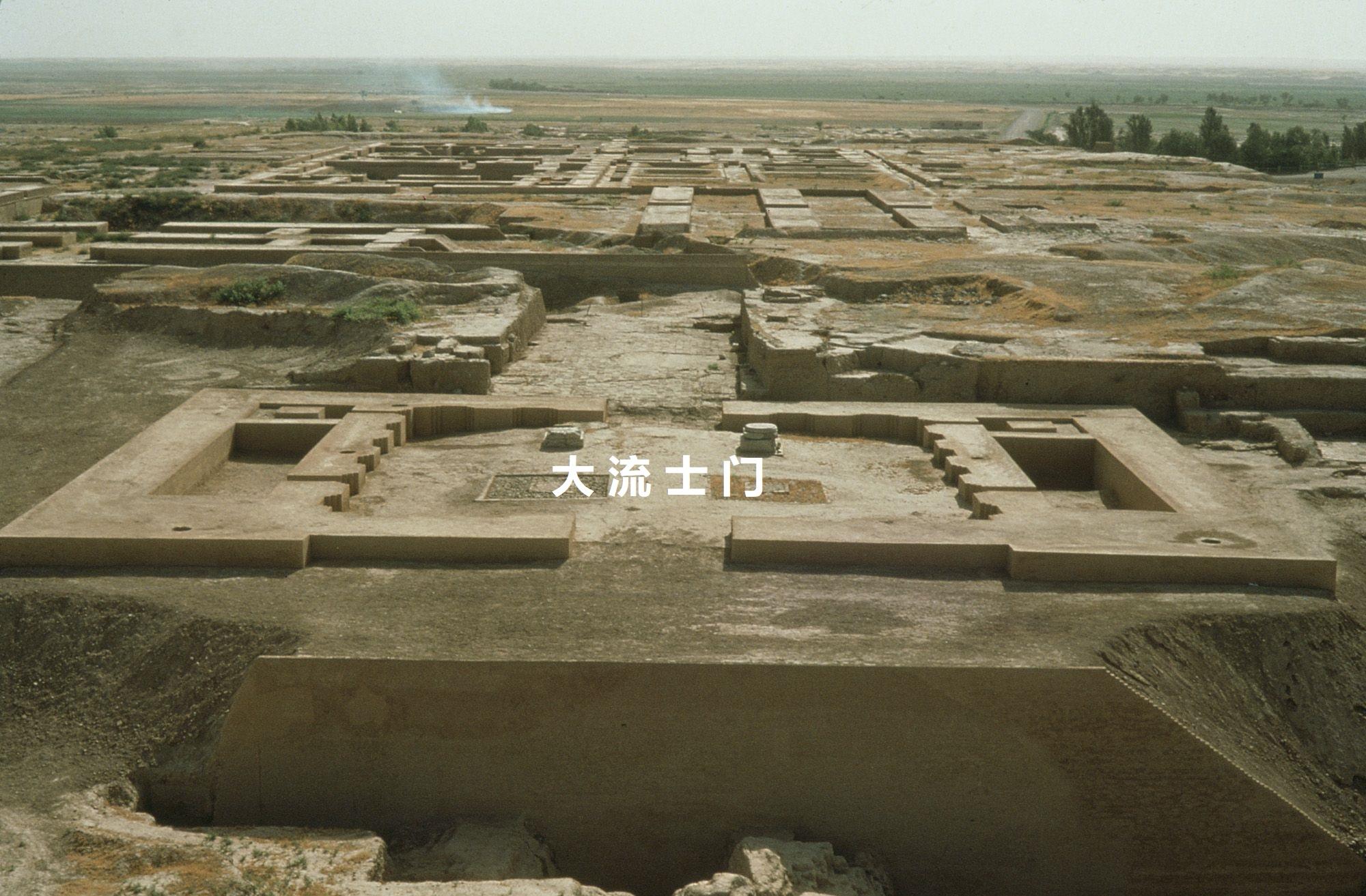 上图:书珊波斯王宫东面的大流士门遗址,可能就是末底改所任职的朝门(斯二19;三2;四2;五9;六10)。这是一个1120平方米的泥砖建筑,位于大厅(apadana)的东侧。可能是由大流士一世提议,亚哈随鲁建造的。