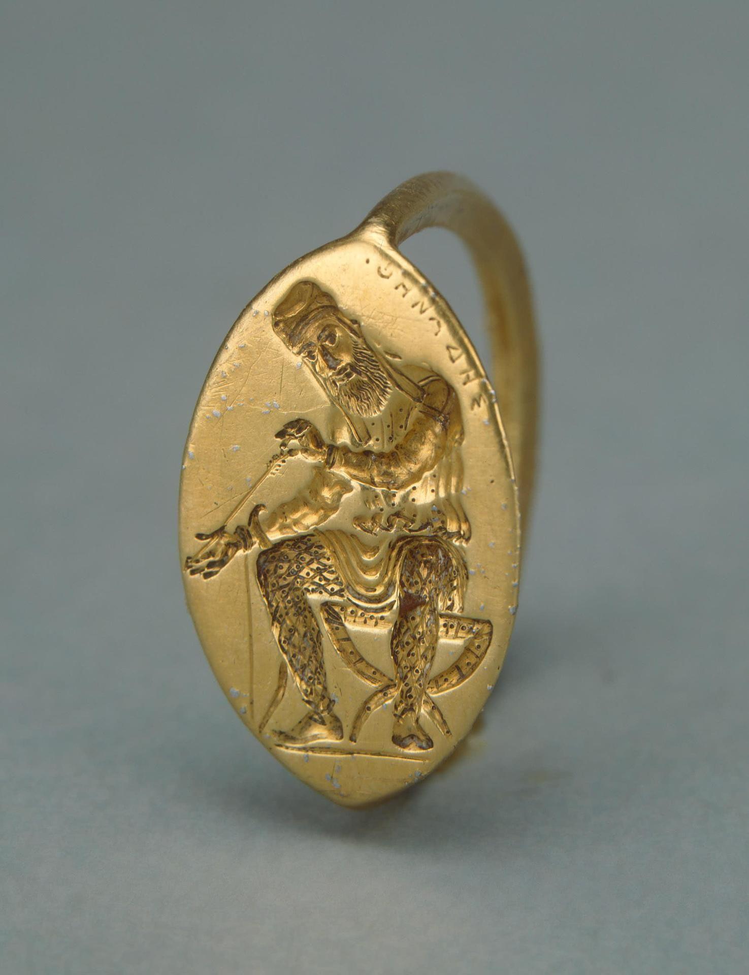 上图:一个主前5世纪末波斯人坐像凹刻印章戒指,属于当时波斯帝国黑海沿海的博斯普鲁斯王国(Bosporan Kingdom)。