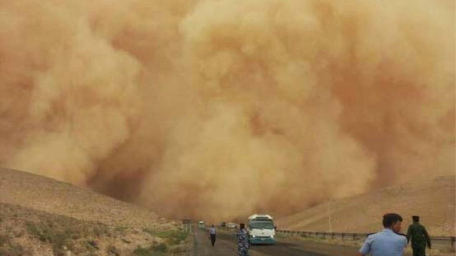 上图:约旦的沙尘暴。