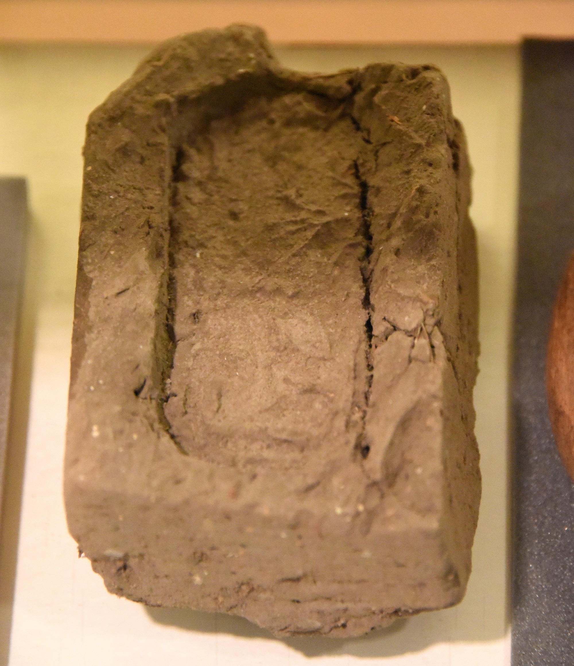 上图:古埃及十二王朝(主前1991-1802年)的泥砖,上面印着印。先存于伦敦皮特里埃及考古博物馆(The Petrie Museum of Egyptian Archaeology)。