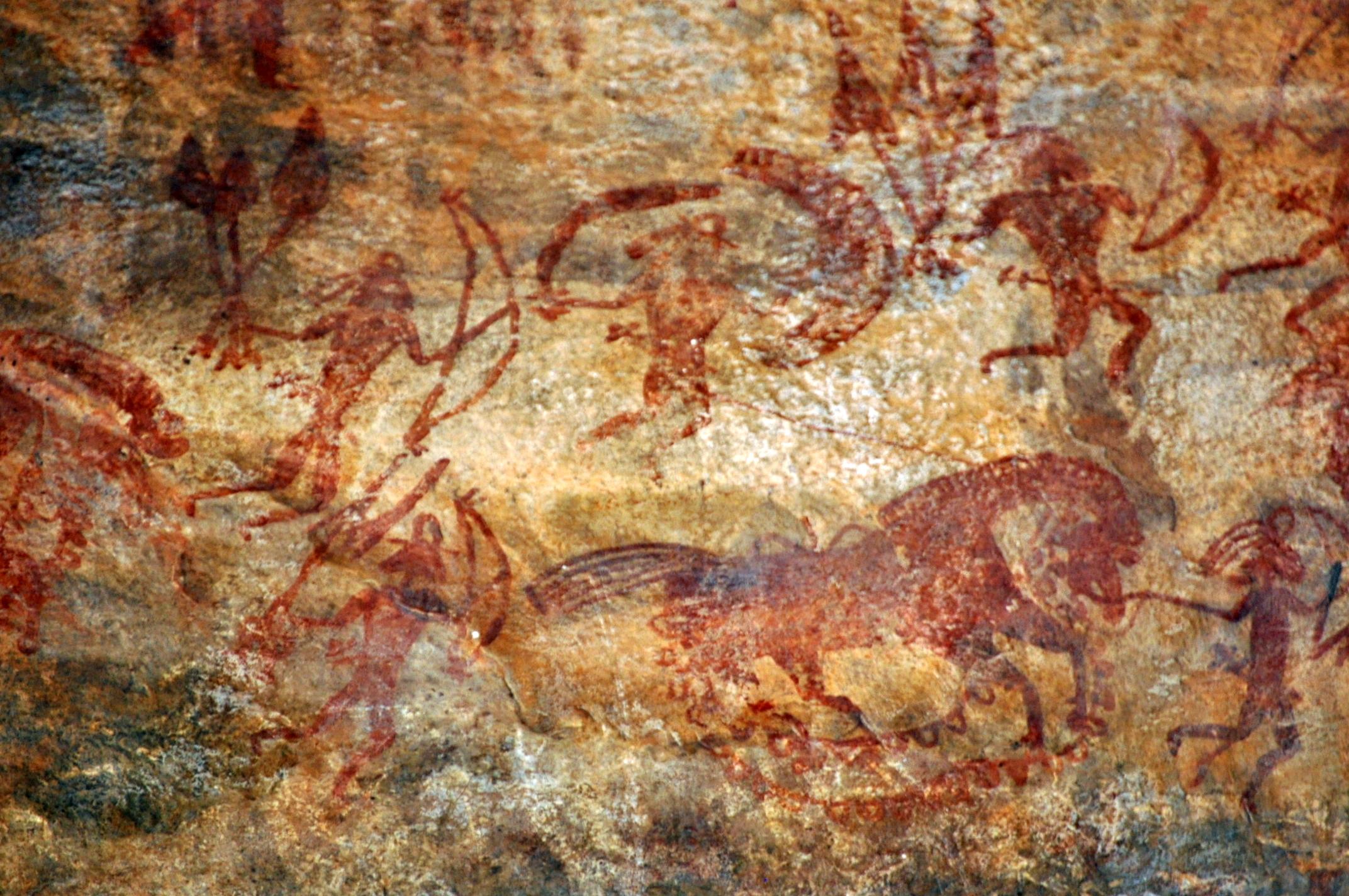 上图:印度比莫贝特卡石窟(Bhimbetka rock shelters)的岩画,画着一个人牵着一匹马。人类大约从主前3500-4000年开始在中亚驯化马。马适合奔跑,具有出色的平衡感和强烈的战斗或逃跑反应(Fight-or-flight response)。