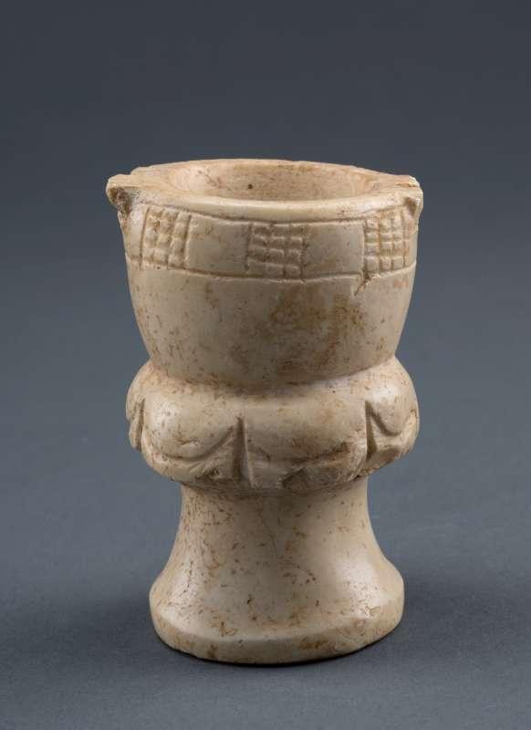 上图:以色列出土的主前10-8世纪膏油瓶。以色列夏天的苍蝇很多,很容易掉进膏油瓶,「死苍蝇使做香的膏油发出臭气」(传10:1)。