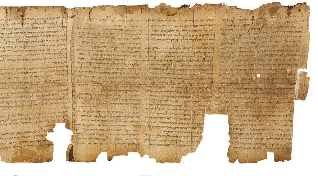 上图:1947年昆兰洞穴发现的死海古卷以赛亚书1:1-5:14。以赛亚书卷包含了希伯来圣经中的66章,抄写于主前125年之前,是死海古卷中最古老的一卷书,主耶稣时代的以赛亚书可能就是上图中的样式。原件存于耶路撒冷以色列博物馆。