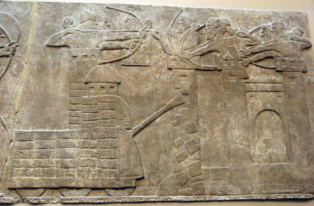 上图:主前865-860年出土于宁录的亚述浮雕,描绘亚述军队在戍楼上攻城。