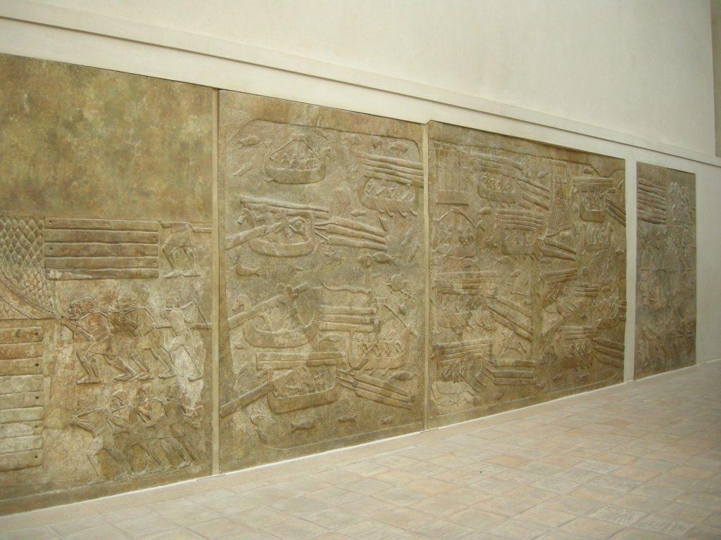 上图:主前716-713年的亚述浮雕,用一系列生动的画面描绘了腓尼基人装载、海运和卸载黎巴嫩的香柏木,用以建造亚述王的宫殿。在所罗门和所罗巴伯的时代,推罗人也用同样的方法为建造圣殿提供香柏木。该出土于杜尔·沙鲁金(Dar Sharrukin)亚述王撒珥根二世(Sargon II,主前722-705年在位)的宫殿,收藏于卢浮宫。