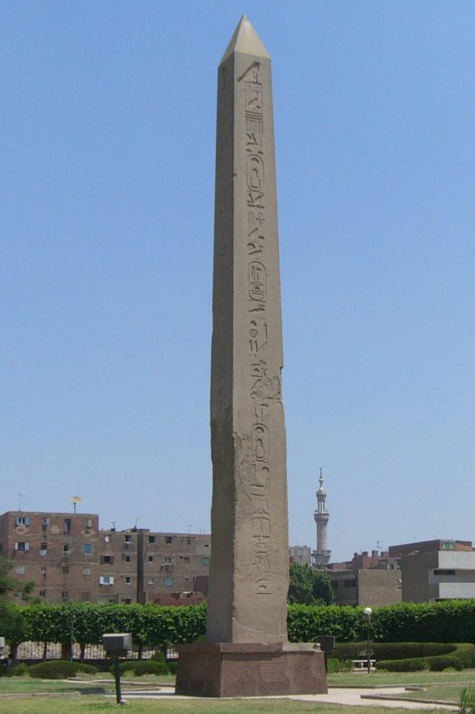 上图:古埃及第十二王朝法老辛努塞尔特一世(Senusret I,主前1971-1926年在位)在太阳城赫里奥波里斯所建的方尖碑。「在埃及的边界上必有为耶和华立的一根柱」(赛十九19),可能就是类似的方尖碑。