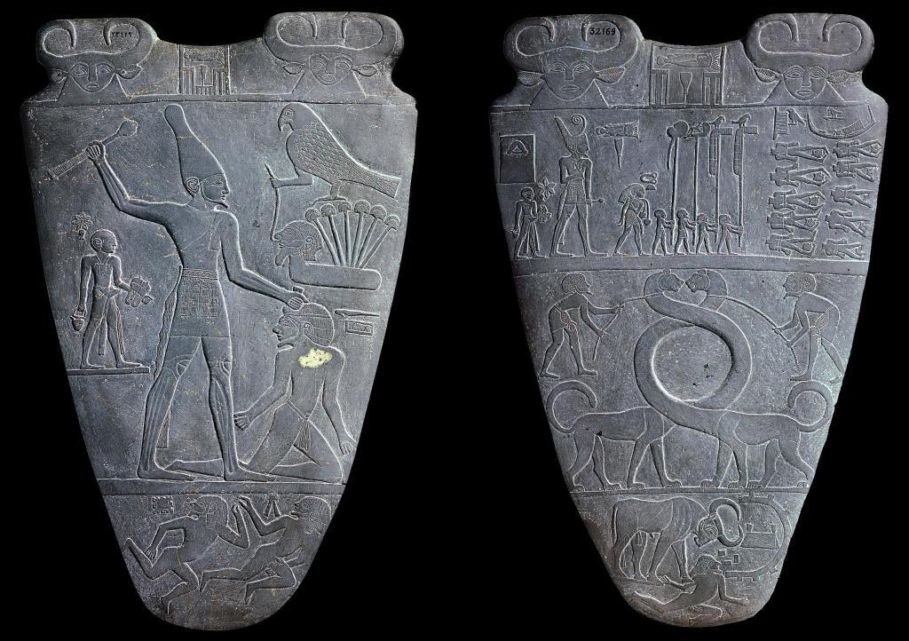 上图:主前31世纪古埃及那尔迈调色板(Narmer Palette)的正反面。调色板是用来研磨化妆品或颜料的,上面的图案描绘了那尔迈国王统一上下埃及。左图是正面,描绘那尔迈戴着上埃及王冠,右图是反面,那尔迈戴着下埃及王冠。两面的最下方都是被践踏的敌人,「以背为地,好像街市,任人经过」(赛五十一23)。