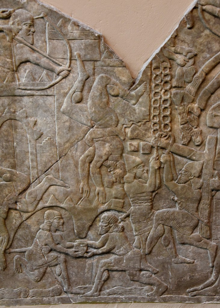 上图:主前865-860年亚述王阿淑尔纳西尔帕二世(Ashurnasirpal II,主前883-859年在位)的战争浮雕,描绘亚述军队攻城。右上角是守军在向攻击机投掷火把。火把可以用来照明,但也很容易引发火灾,所以说「凡你们点火,用火把围绕自己的可以行在你们的火焰里,并你们所点的火把中」(赛五十11)。