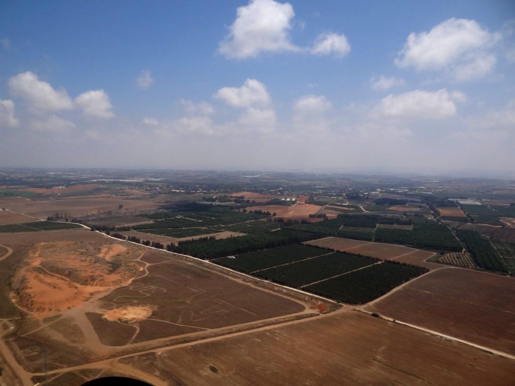 上图:现代以色列的沙仑平原南部。