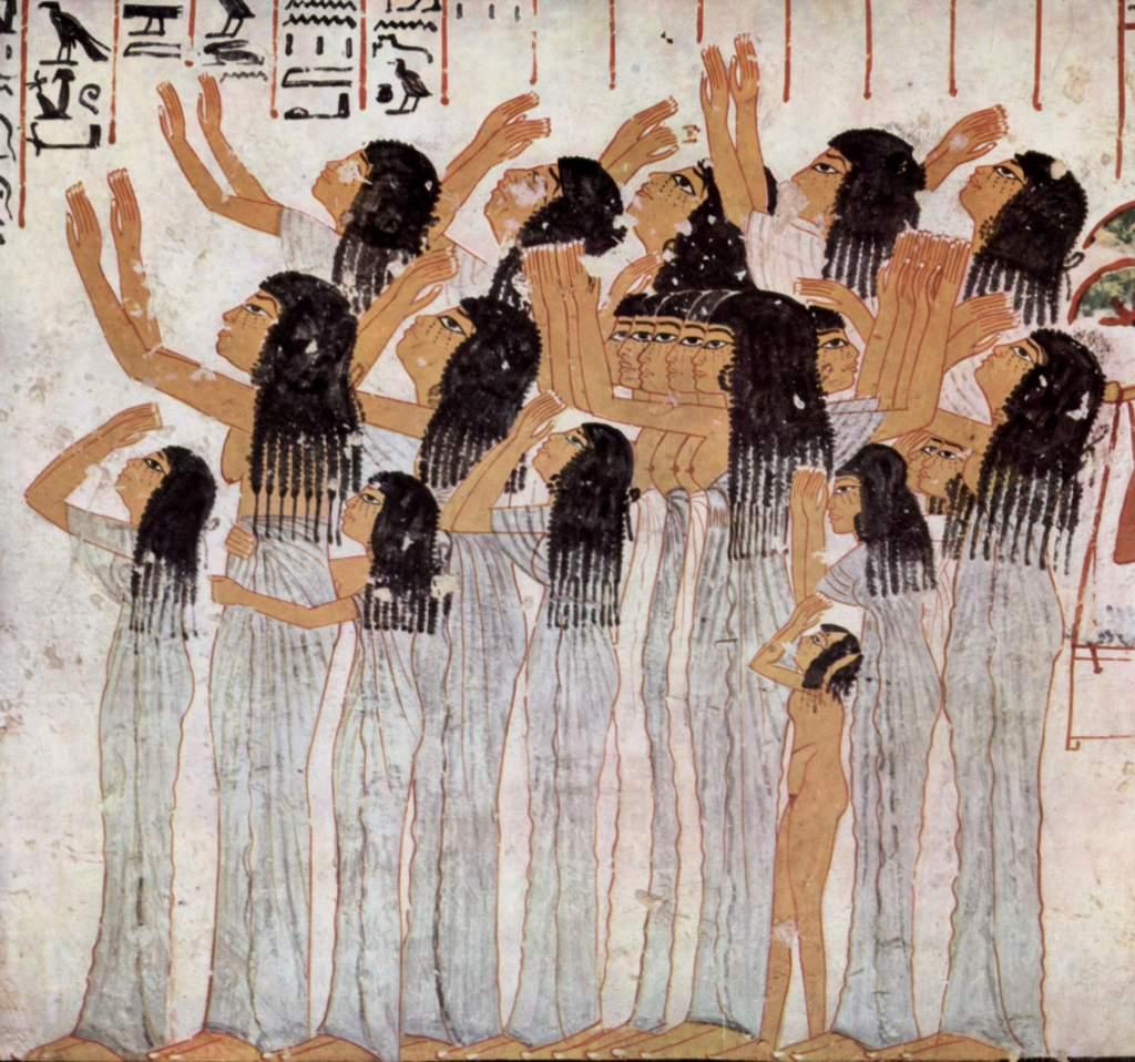 上图:古埃及壁画中的专业哭丧女,出土于主前1411-1375年的古埃及第十八王朝贵族Ramose的墓中(TT55)。专业哭丧是古代美索不达米亚、埃及和地中海东部流传甚广的习俗,埃及古墓的壁画浮雕中有很多专业哭丧的女性。有些哭丧女不但哀悼死人,更为死而复活的神祇、如搭模斯哀哭(结八14)。