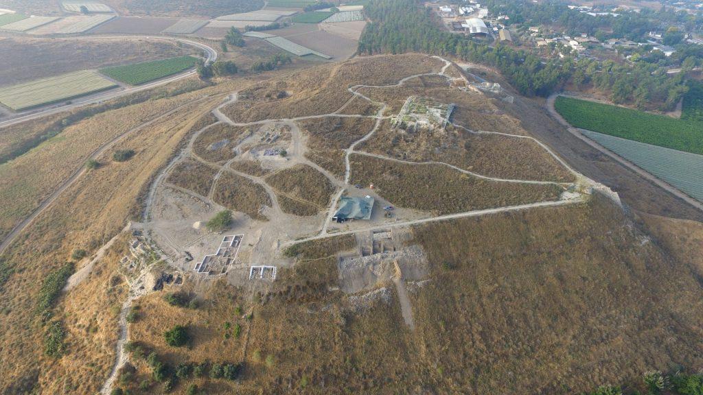 上图:拉吉遗址(Tel Lachish),扼守拉吉谷。