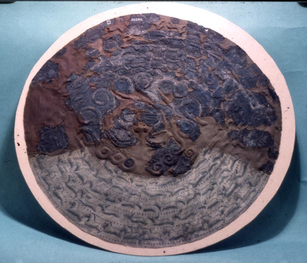 上图:迦基米施出土的主前七世纪爱奥尼亚青铜盾牌残片,现藏于大英博物馆。这个盾牌可以是迦基米施战役中埃及的希腊雇佣兵留下的。