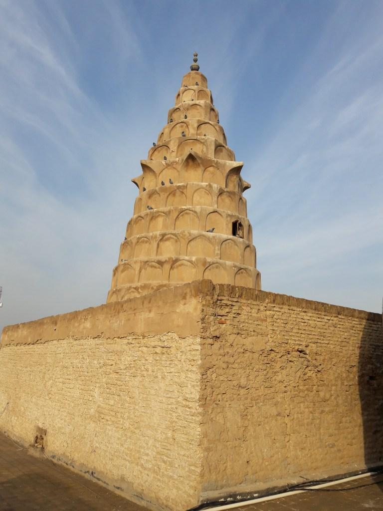 上图:以西结的坟墓(Ezekiel's Tomb),位于伊拉克东南部幼发拉底河畔的阿祈费尔(Al Kifl),离古巴比伦城的废墟不远。犹太人和穆斯林都相信这是先知以西结的坟墓,直到以色列复国之前,当地还有犹太人居住,并宣称这个坟墓在过去两千多年里始终是他们的产业。