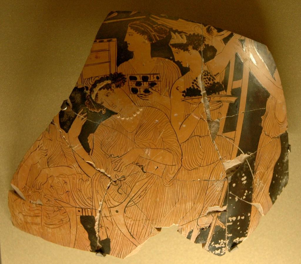 上图:主前430-420年古希腊花瓶的碎片,现存于卢浮宫。碎片描绘了妇女们带着「阿多尼斯花园 Gardens of Adonis」爬上屋顶的梯子。妇女们用生菜、茴香等速生植物的种子做成微型「阿多尼斯花园」,在仲夏放在屋顶,让这些植物在阳光下迅速发芽、也迅速枯萎(赛十七10-11),用于敬拜阿多尼斯(Adonis)。希腊的阿多尼斯源于美索不达米亚的榙模斯。